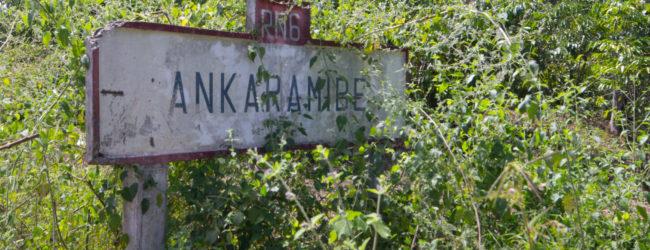 Habitat Ankaramy, Ortsschild Ankaramibe
