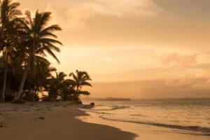 Sonnenuntergang in Mahambo an der Ostküste Madagaskars